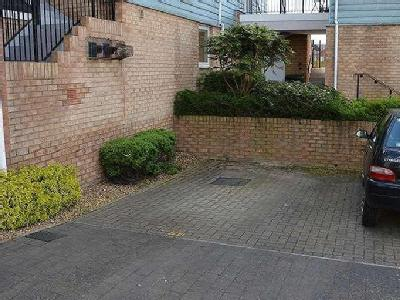 Flat for sale, Follager Road - Garden