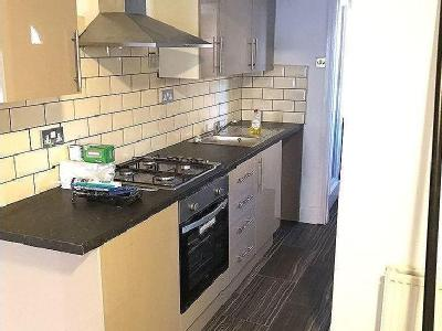 Flat to rent, Empire Road - Modern