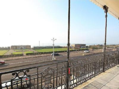 Flat to let, Kingsway, Hove - Balcony