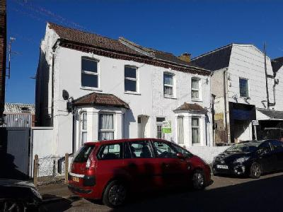 Flat to rent, Neville Road - Modern