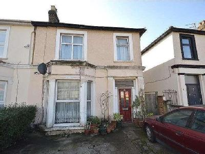 Flat for sale, Station Road - Garden