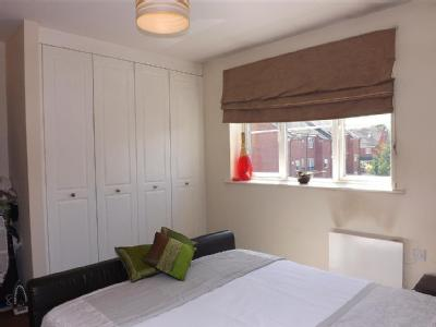 Flat for sale, Lakeview Court