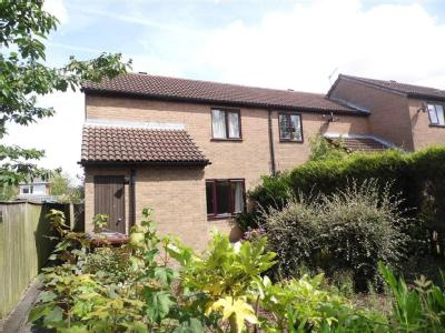 House to let, Ryecroft - Terraced