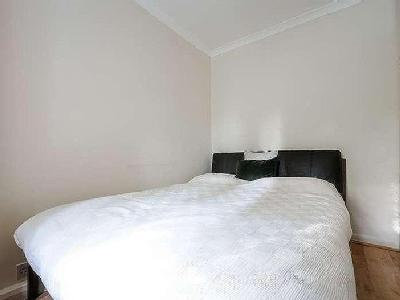 Flat to let, Monument Hill