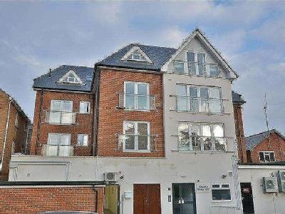 Flat to let, Windsor Court - Lift