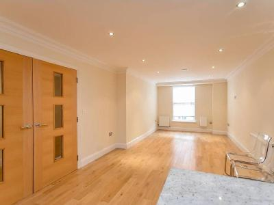Flat to rent, Constable Mews