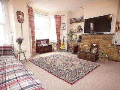 Flat for sale, Moorland Road
