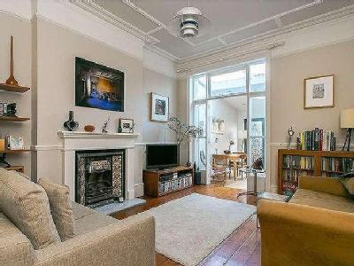 Streathbourne Road - High Ceilings
