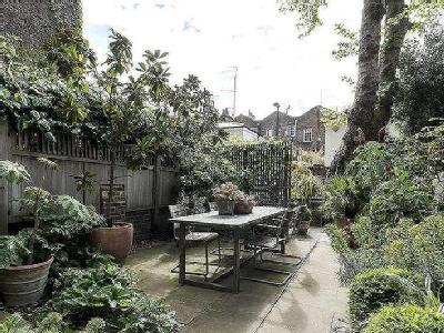 Flat for sale, Hereford Road - Garden