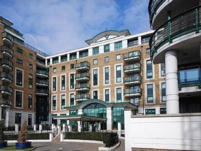 Flat for sale, Beckford Close - Lift