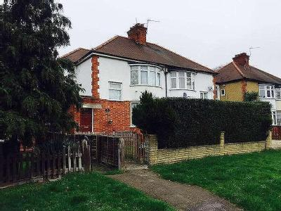 House to let, Staines Road - Garden