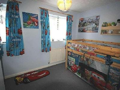 House for sale, Holst Way - Garden