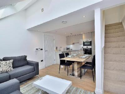 Flat to let, Canal Street - Penthouse