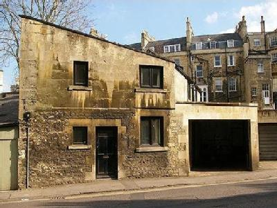 House to rent, Crescent Mews - Mews