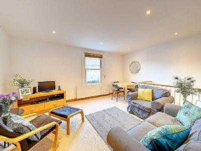 High Street, Hampton Wick, KT1 - Flat
