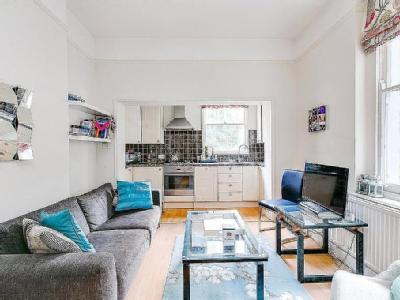 Flat to rent, Nevern Square