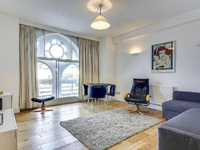 Farringdon Road, London EC1M - Modern
