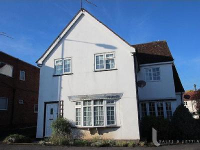 Priory Sqaure, Studley B80