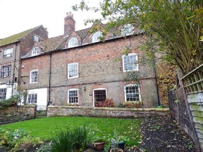 Westgate Place, Louth, LN11 - Garden