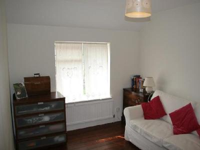 Flat to let, Wayletts Drive - Garden
