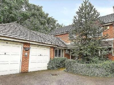 House for sale, Todmore - Garden