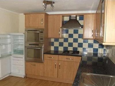 Flat to let, Chichester - Fireplace