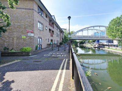 Flat to let, Canal Path - Reception