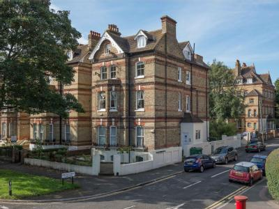Flat for sale, Earls Avenue - Modern