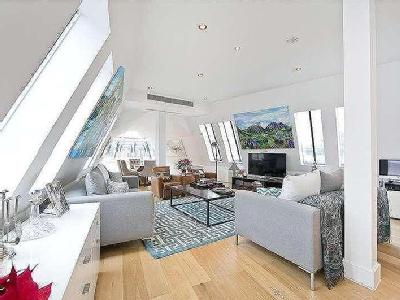 Flat for sale, Albemarle Way - Lift