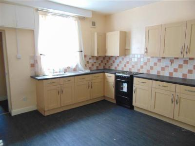 House to rent, High Street - Terraced