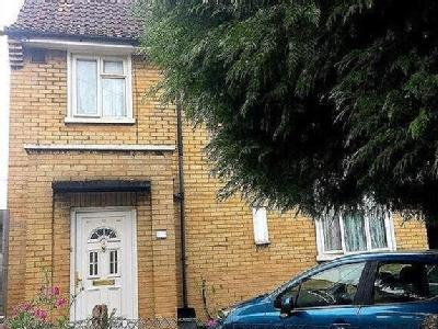 Three Bedroom Semi-Detached House Hounslow, TW4, London