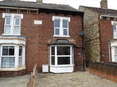 House to rent, Station Road - Garden
