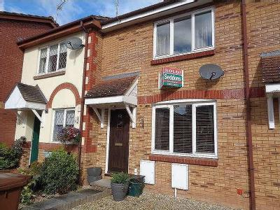 House to rent, Mead Close - Terraced