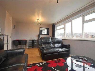 Central Drive, Lower Gornal - Flat