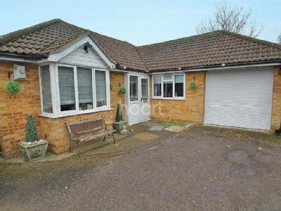 Hillborough Road - Detached, Garage
