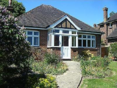 Spacious, well-proportioned bungalow in the heart of Bidborough