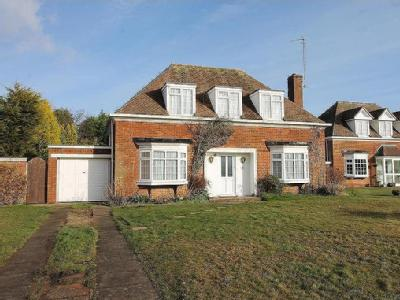 Elsted Road, Bexhill-On-Sea - Cottage