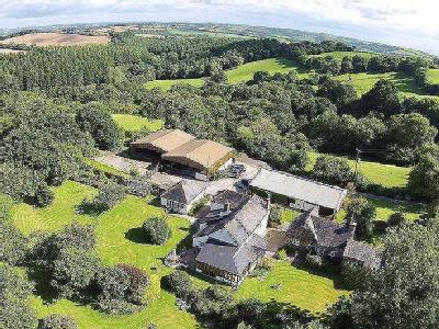 STUNNING MAIN RESIDENCE * THREE BEAUTIFUL 4* HOLIDAY COTTAGES * 30 ACRES *STABLING / GARAGING / TWO LARGE BARNS