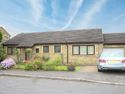 Pond Farm Drive, HOVE EDGE, BRIGHOUSE, West Yorkshire