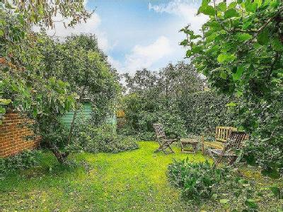 House for sale, Jacobs Well - Garden