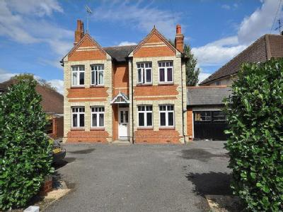 Reading Road, Woodley, Reading, RG5