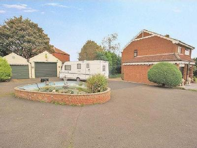 Newlands Road, Skelton Green ***WITH LAND AND GARAGES TO THE SIDE***
