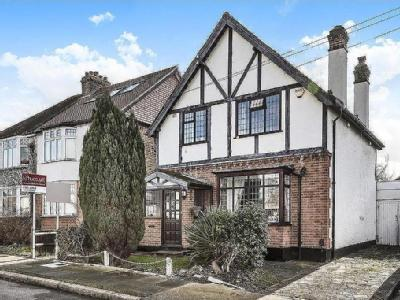 Woodside Road, Bromley - Detached
