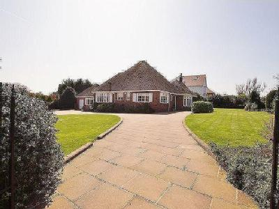 Waterloo Road, Birkdale - Detached