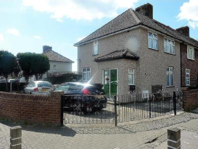 Hedgemans Road, Dagenham RM9 - House