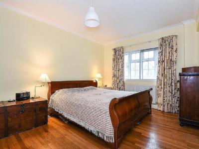 Flat for sale, Barnes - Reception