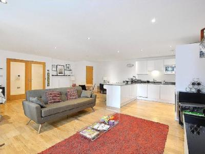 Dowells Street, London - Maisonette