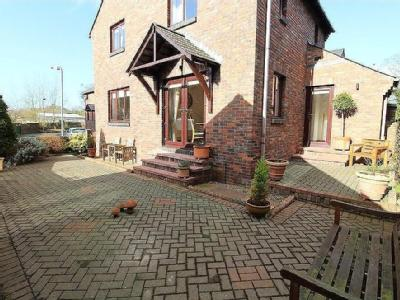 House for sale, Holme Court - Patio