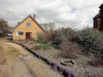 House for sale, The Castleway