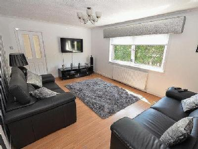 Backbrae Street, Kilsyth - Maisonette